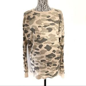 UO Urban Outfitters camo thermal long sleeve XL